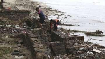 Цунами отне живота на над 220 души в Индонезия