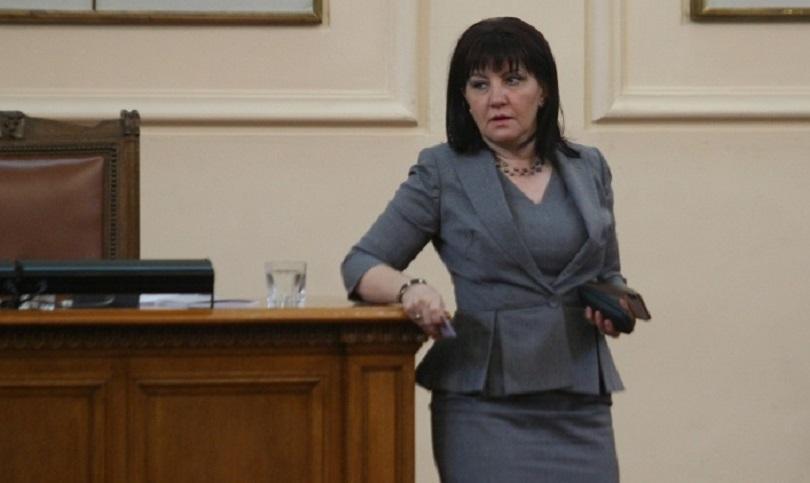 Председателят на Народното събрание Цвета Караянчева е със счупена ключица