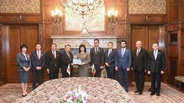 Караянчева с покана към императорското семейство на Япония за визита в България