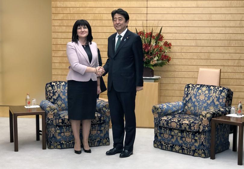 снимка 1 Цвета Караянчева се срещна с японския премиер Шиндзо Абе