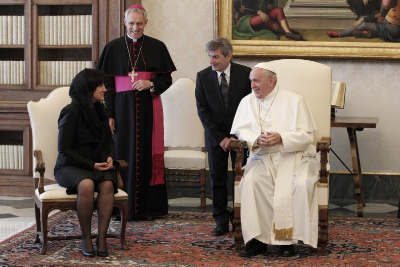снимка 1 Папа Франциск прие водената от Цвета Караянчева делегация във Ватикана (СНИМКИ)