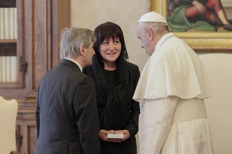 снимка 2 Папа Франциск прие водената от Цвета Караянчева делегация във Ватикана (СНИМКИ)