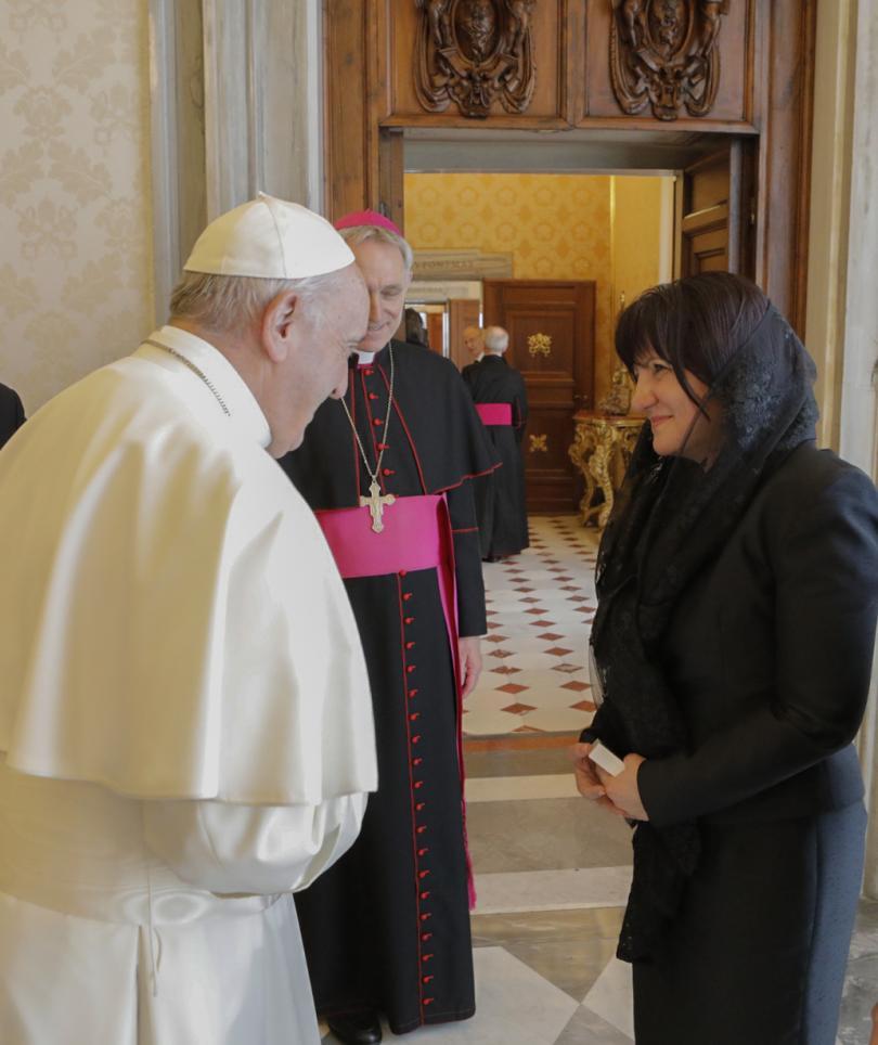 снимка 11 Папа Франциск прие водената от Цвета Караянчева делегация във Ватикана (СНИМКИ)