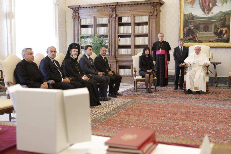 снимка 4 Папа Франциск прие водената от Цвета Караянчева делегация във Ватикана (СНИМКИ)
