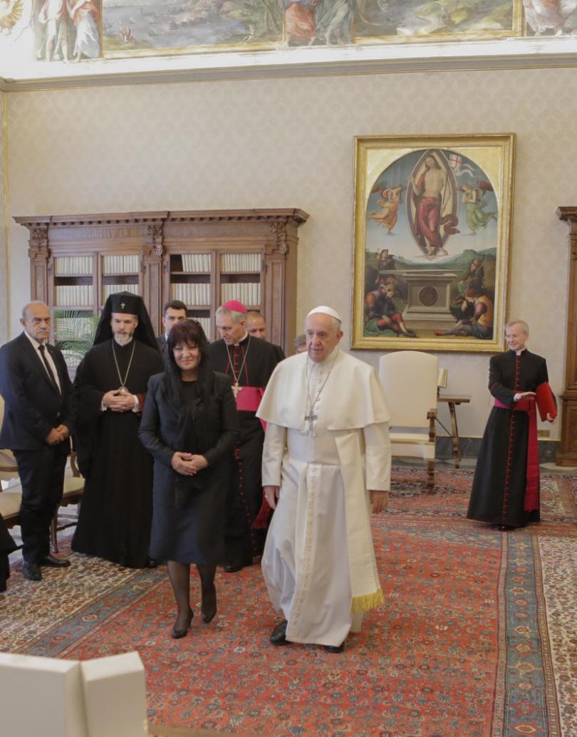 снимка 5 Папа Франциск прие водената от Цвета Караянчева делегация във Ватикана (СНИМКИ)