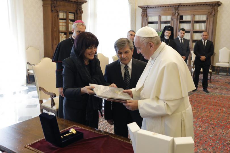 снимка 7 Папа Франциск прие водената от Цвета Караянчева делегация във Ватикана (СНИМКИ)