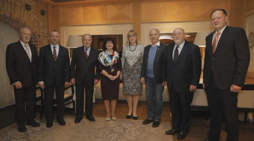 Цвета Караянчева събра бившите председатели на НС в навечерието на Коледа