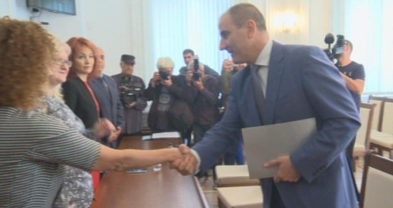 Цветанов регистрира в ЦИК кандидат-президентската двойка на ГЕРБ