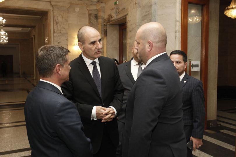 Председателят на вътрешната комисия Цветан Цветанов и румънският му колега