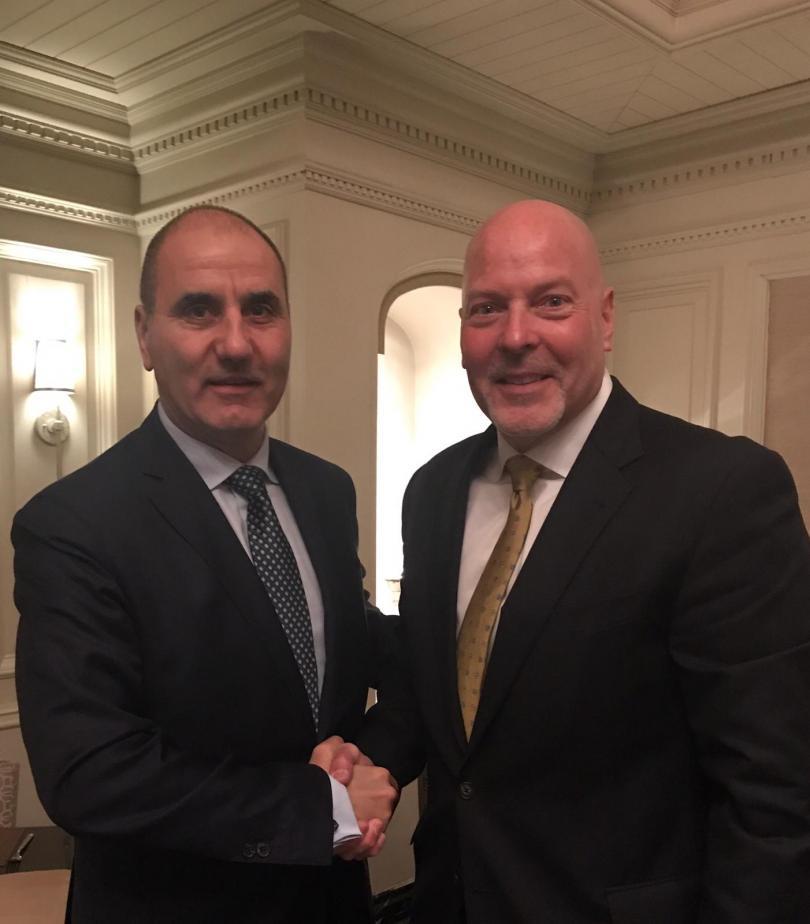 Заместник-председателят на ГЕРБ разговаря с бившия директор по операциите на