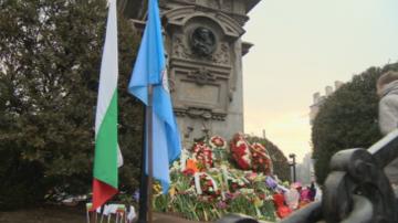 Поклон, венци и цветя за Апостола в столицата