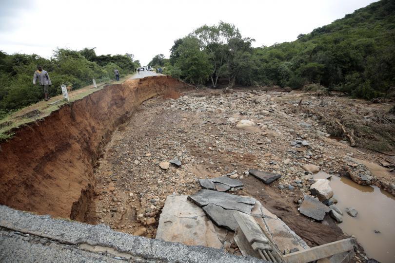 оон циклонът идай засегне стотици хиляди милиони