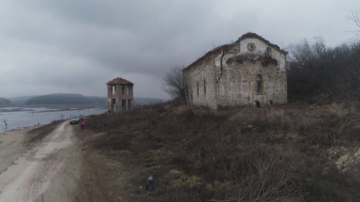 Почистиха потопената в язовир Огоста Живовска църква