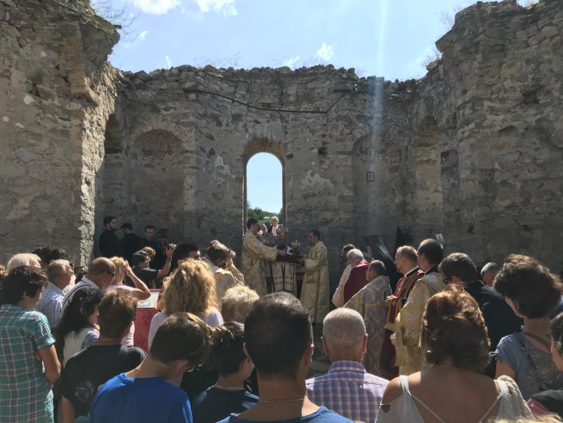 снимка 2 След 56 години прекъсване в Потопената църква отслужиха литургия