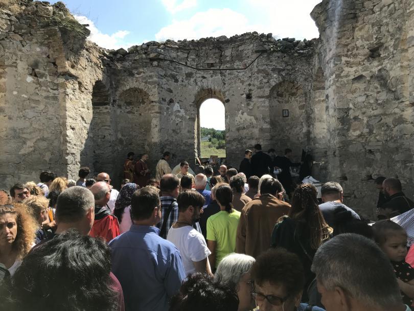 снимка 5 След 56 години прекъсване в Потопената църква отслужиха литургия