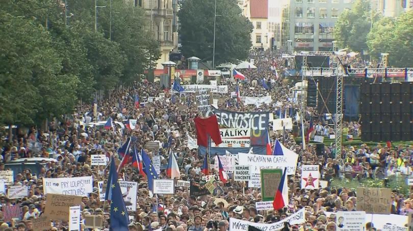 прага готвят голям протест искане оставка премиера