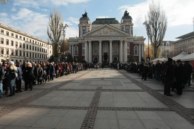 снимка 9 България се сбогува с най-обичания си актьор - Стефан Данаилов