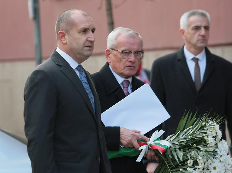 снимка 2 България се сбогува с най-обичания си актьор - Стефан Данаилов