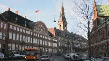 Дания гласува спорен закон за бежанците
