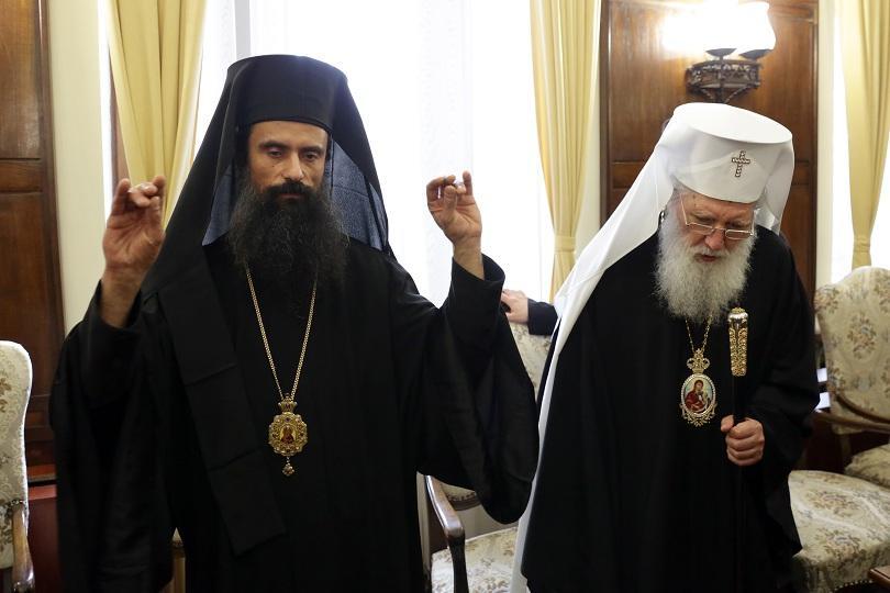 11 от 13-те митрополити в Светия синод гласуваха за него.