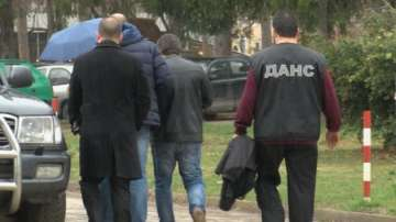 Арестуваха данъчни във Велико Търново