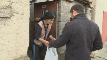 Младежи зарадваха над 30 семейства в русенско село с хранителни продукти
