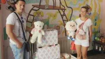 Младоженци зарадваха деца от дом с подаръци