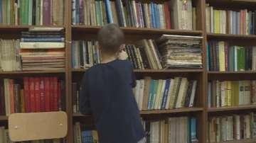 Училище във Вълчи дол получи дарение от над 100 книги