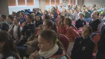 Филмът на БНТ Кой стои срещу теб в мрежата беше показан пред ученици