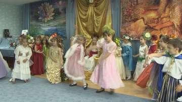 Деца подготвят благотворителен спектакъл