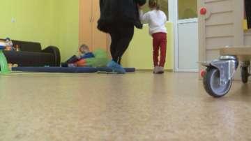 Българската Коледа помогна на 5-годишни близнаци от Габрово да проходят