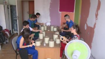 Деца на служители от русенска фирма работят в нея през летните месеци