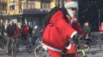 Дядо Коледа на колело