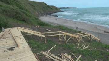 Глоба за концесионера на плажа Делфин заради строежа на дървена стълба