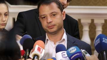 Делян Добрев подава оставка заради скандала в Хасково