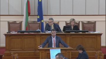 Продължават скандалите в парламента по казуса с оставката на Делян Добрев