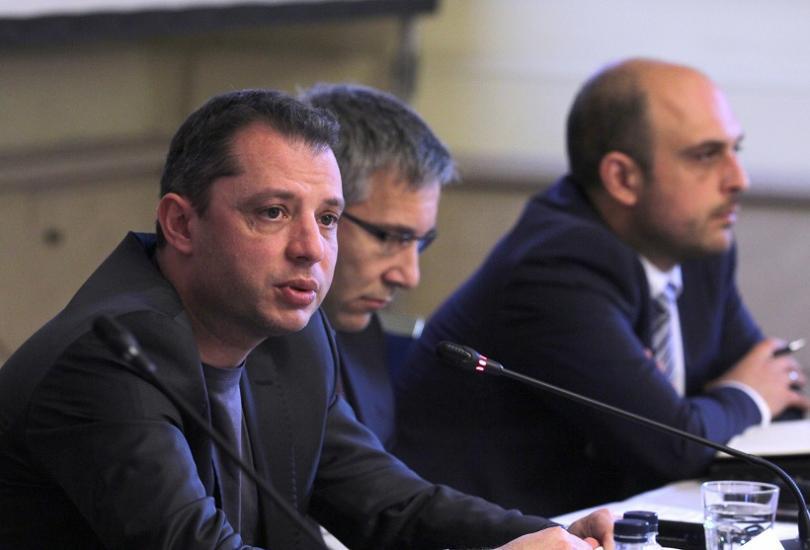 Делян Добрев, председател на парламентарната комисия по енергетика