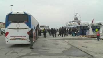Подновиха депортирането на мигранти от Гърция