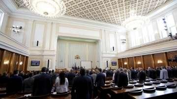 Новият парламентарен сезон започна със скандали и призиви за предсрочни избори