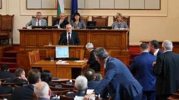 НС отложи гласуването на министерските оставки