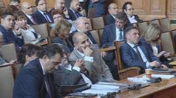 Депутатите обсъждат вота на недоверие