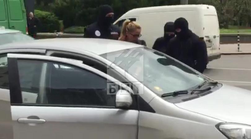 снимка 2 Арестуваха кмета на район Младост Десислава Иванчева (СНИМКИ+ВИДЕО)