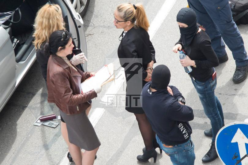 снимка 5 Арестуваха кмета на район Младост Десислава Иванчева (СНИМКИ+ВИДЕО)