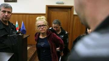 Съдът остави в ареста бившата кметица на Младост и заместничката й
