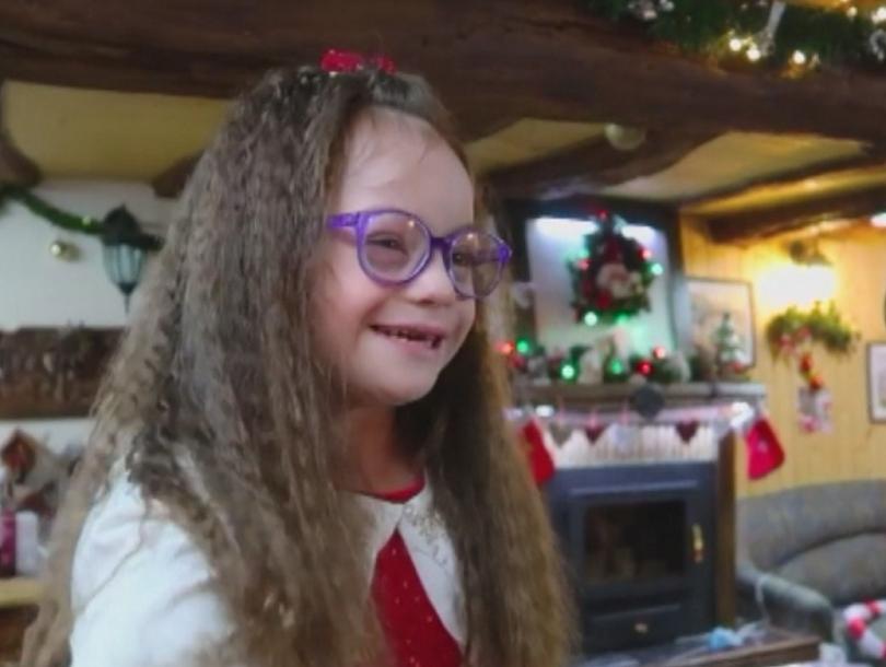 Някои истории не започват щастливо като семейно видео за Коледа.