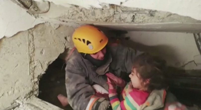 Почти 48 часа след мощния трус, в Източна Турция продължават