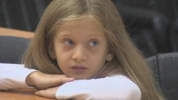 Дете прави конкурс за рисунки на Свети Иван Рилски