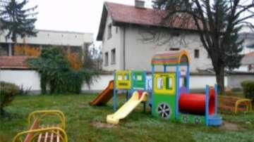 Родители взеха детето си от детска градина насинено