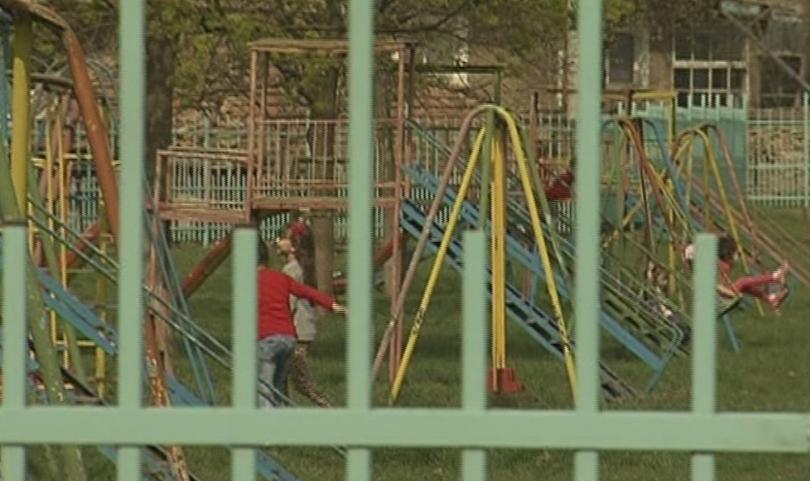 социалните помощи обвързват посещението детска градина училище
