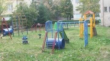 Ремонтират масово детски площадки в Търговище заради вандалски прояви